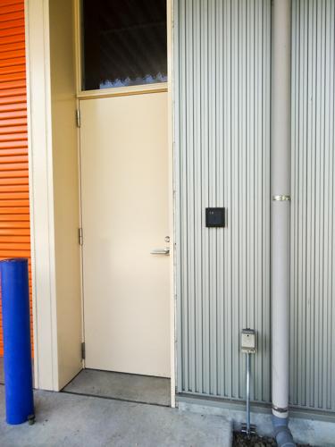 工場への入り口