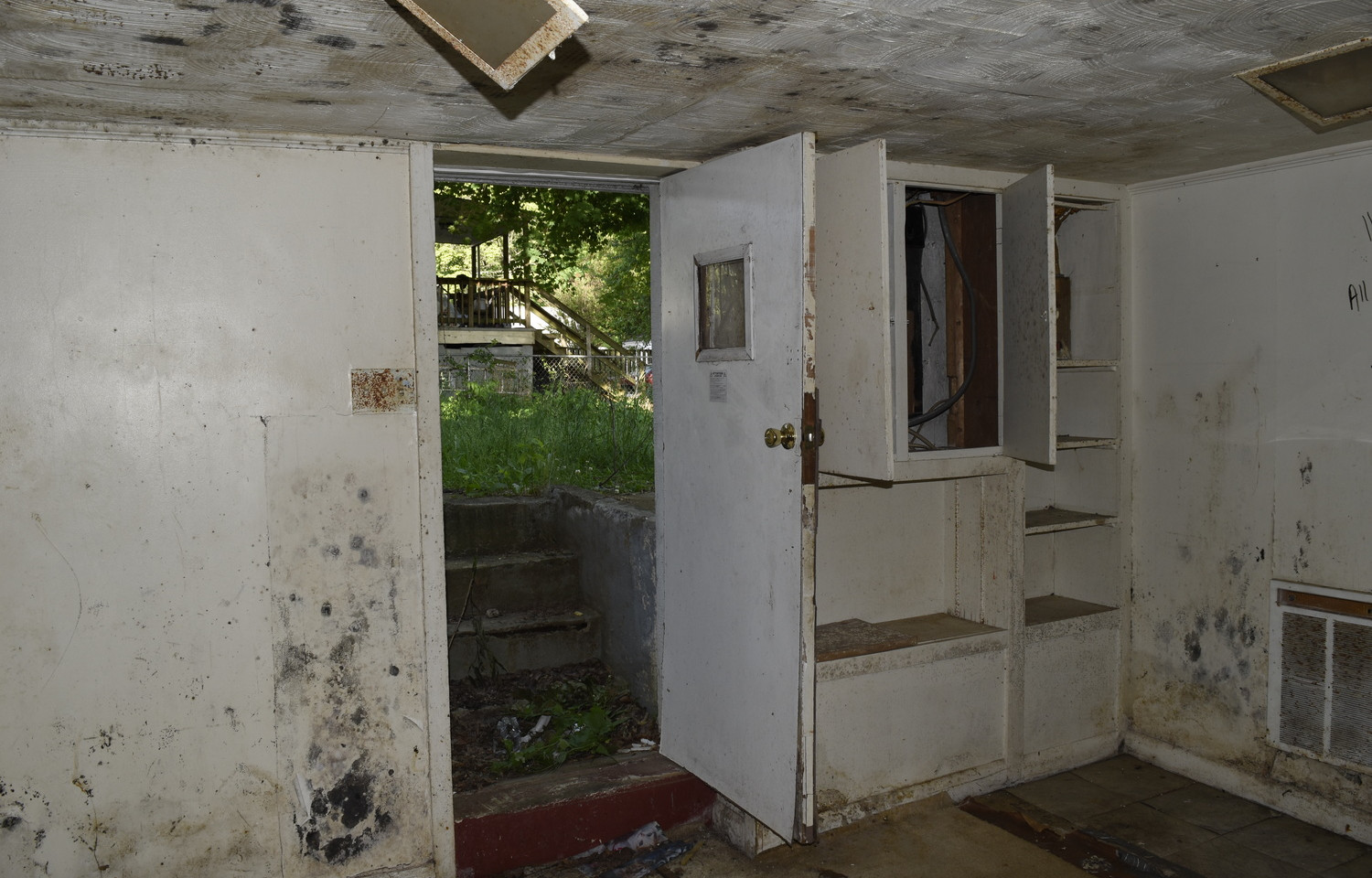27.0 Basement Apartment Entry.jpg