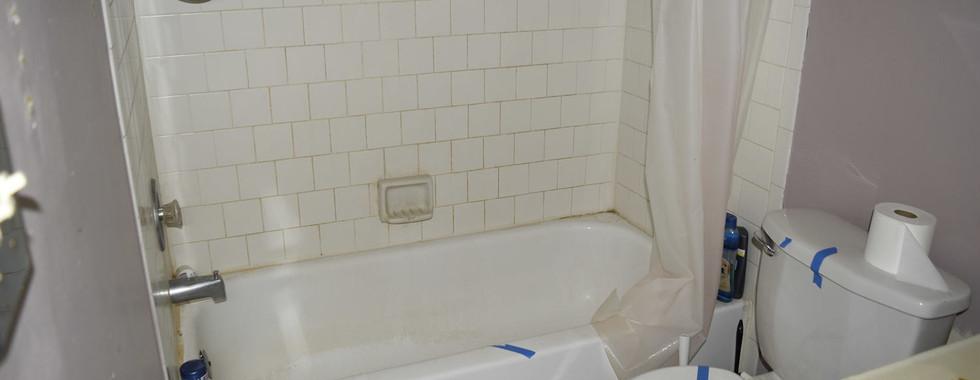 0022 hall Bath (Full).jpg