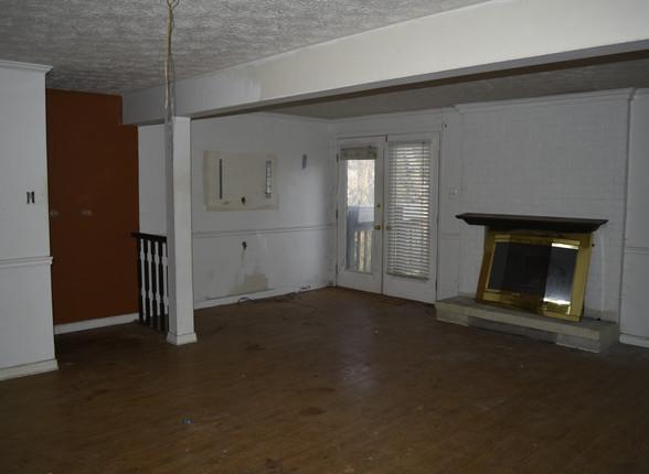 030 Living Room.JPG