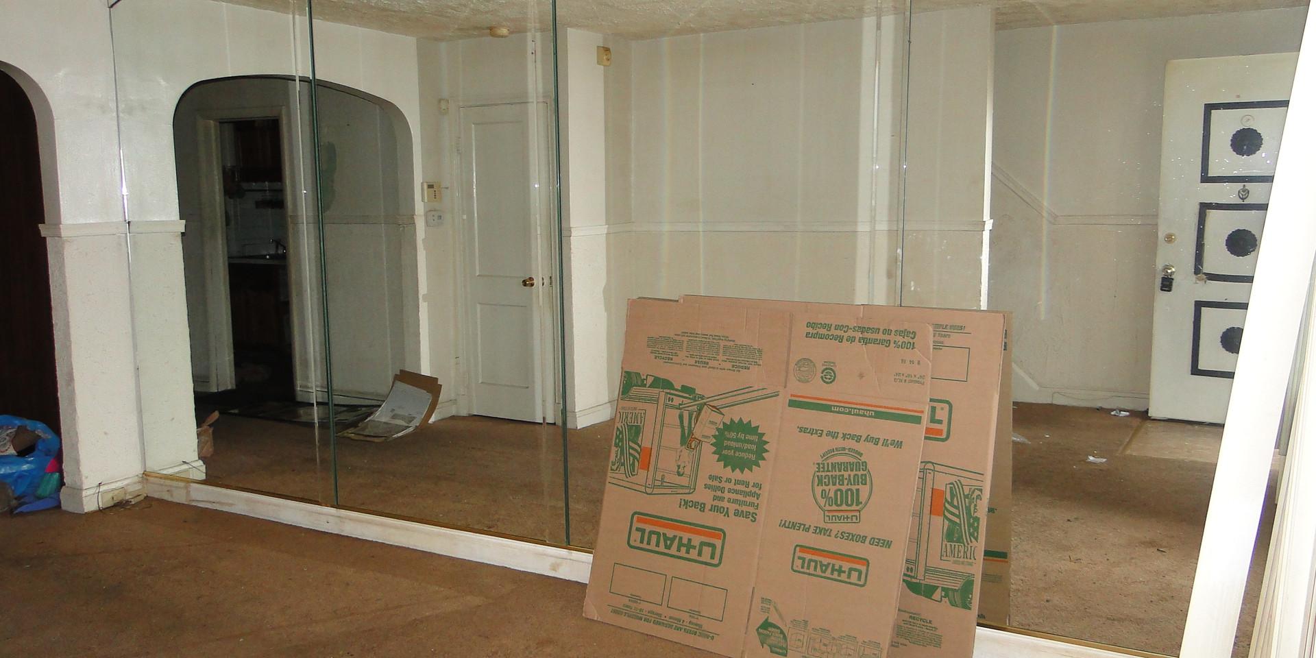 05 - Living Room 7.JPG
