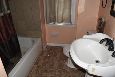 16 Main Bathroom.jpg