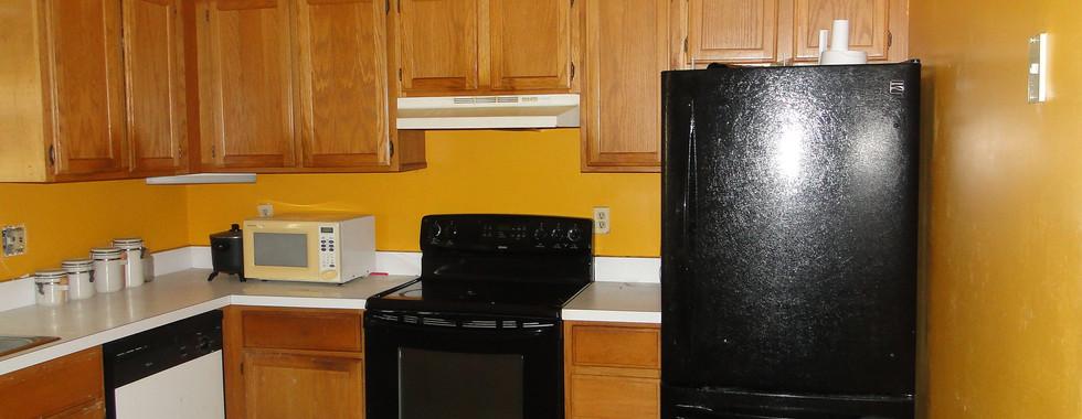 10 - Kitchen 2.JPG