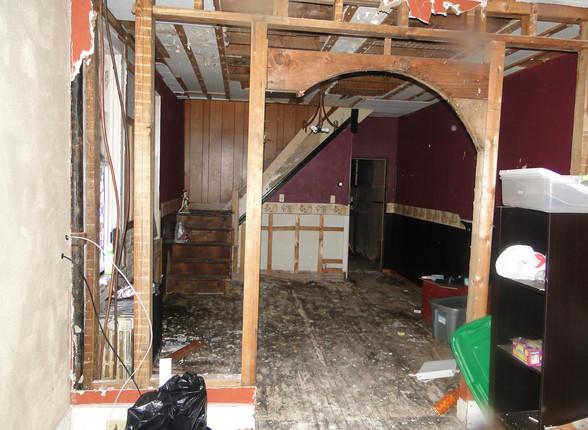03 - Living Room 1.JPG