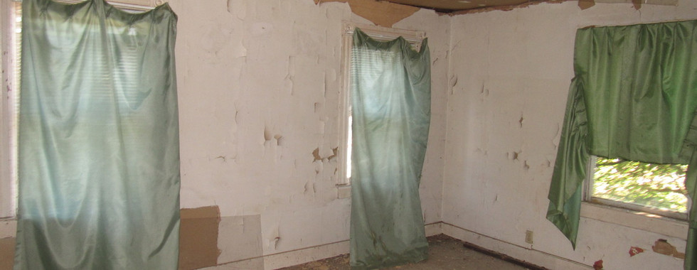 220 - 1527 Bedroom 1.jpg