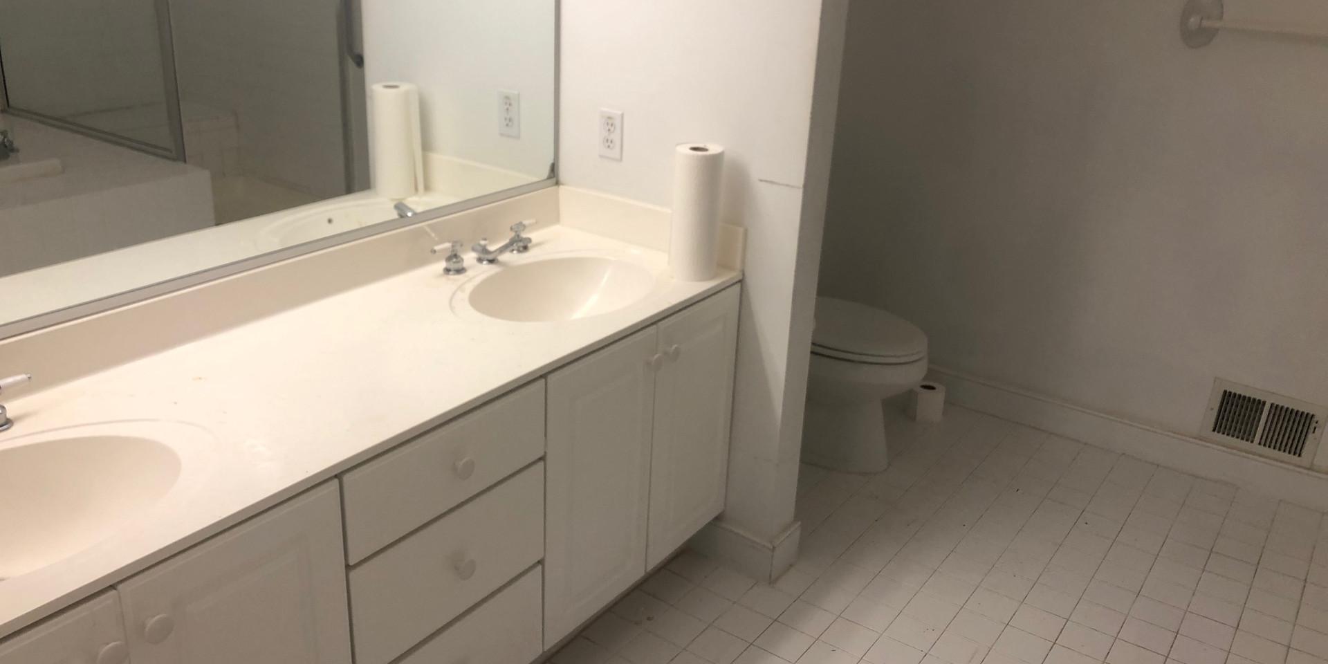 13 - Master Bath.JPG