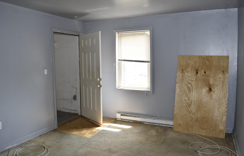 160 Living Room (Apt 2).jpg
