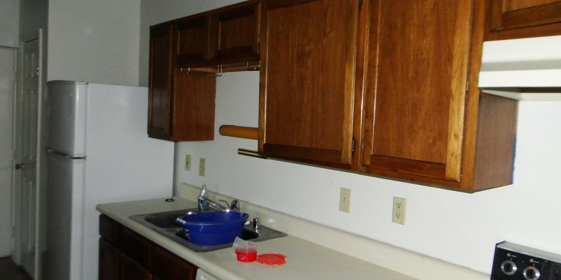 09 - Kitchen 1.JPG