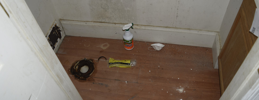 04 Hall Bathroom.JPG
