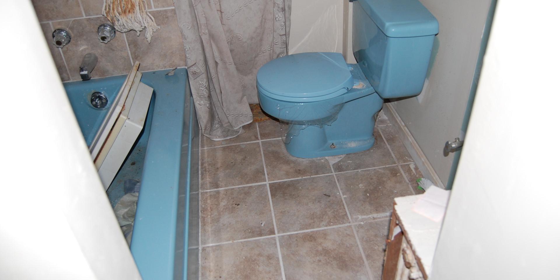 5.2 Main Level Bath.JPG
