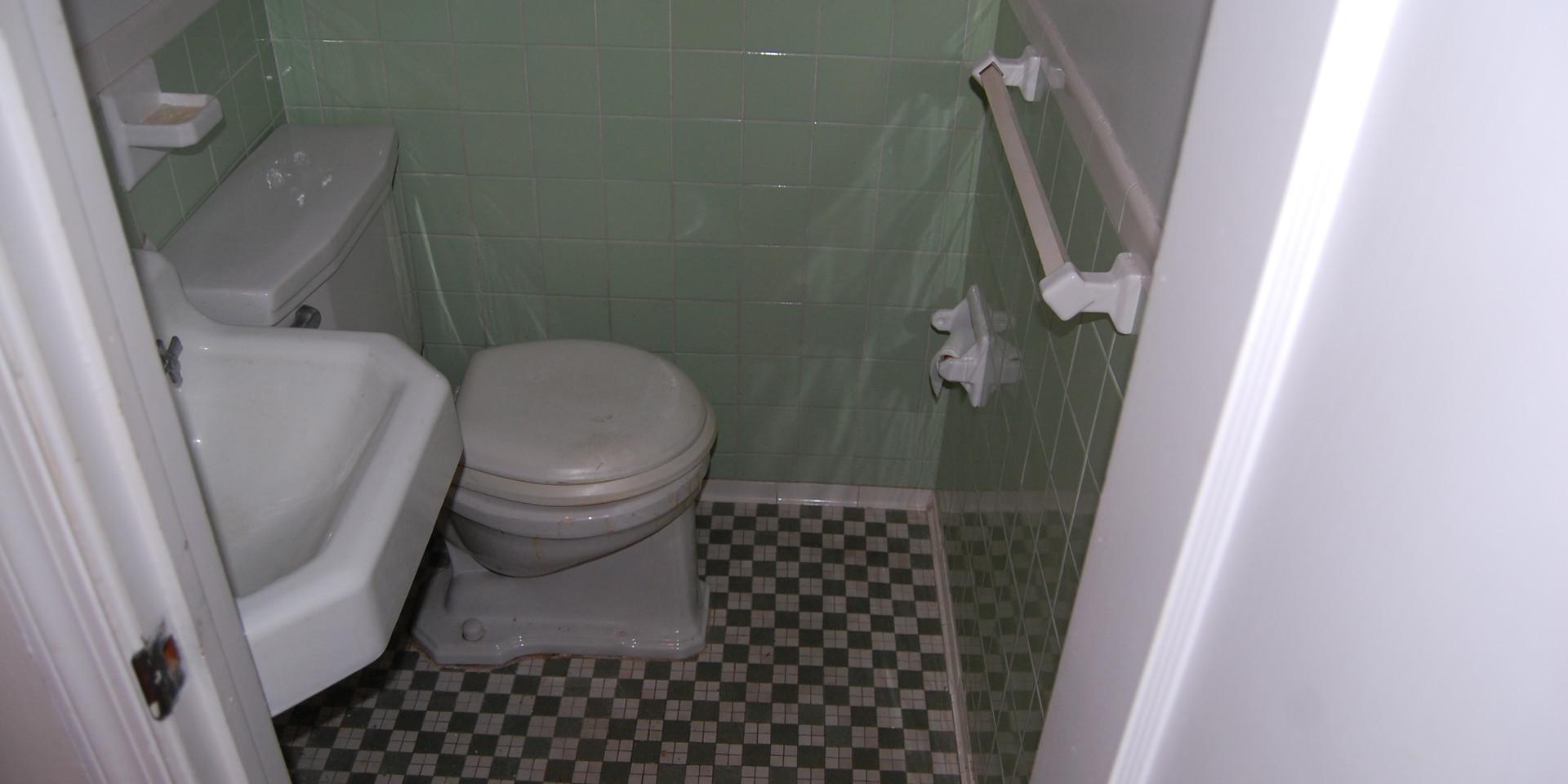 4.0 Half Bath (Main Level).JPG