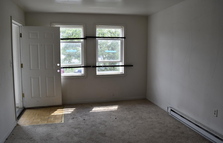 005 Living Room (Apt 1).jpg