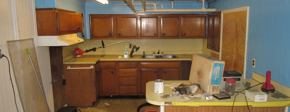 22 Basment Kitchen B.JPG
