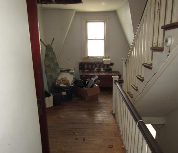 17 - Second Level Hallway.JPG