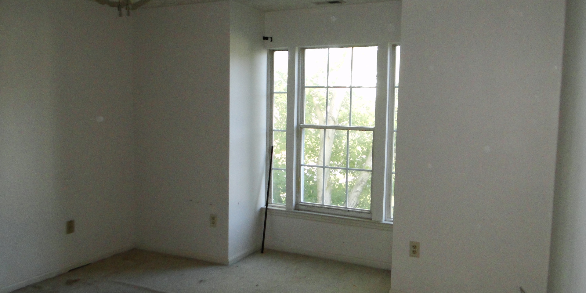 13 - Master Bedroom.JPG