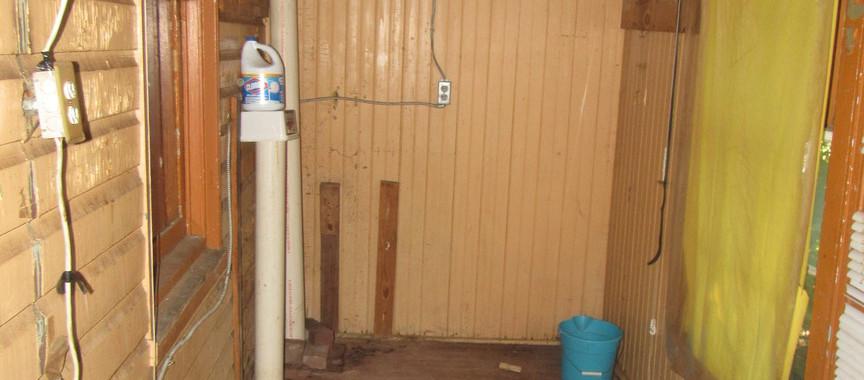 08 - 1525 Cover porch behind kitchen.jpg