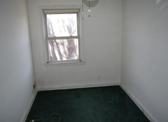 4.1 Guest Bedroom.JPG
