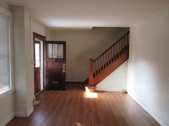7 Living room EJPG.jpg