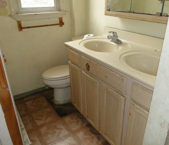 14 - Bathroom 1.JPG