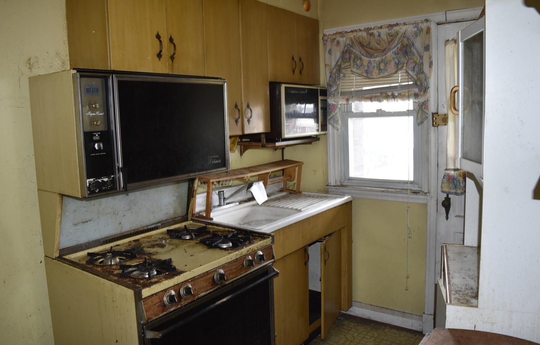 09 kitchen.jpg