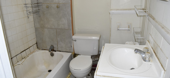 210 Bathroom 2nd Apt.jpg