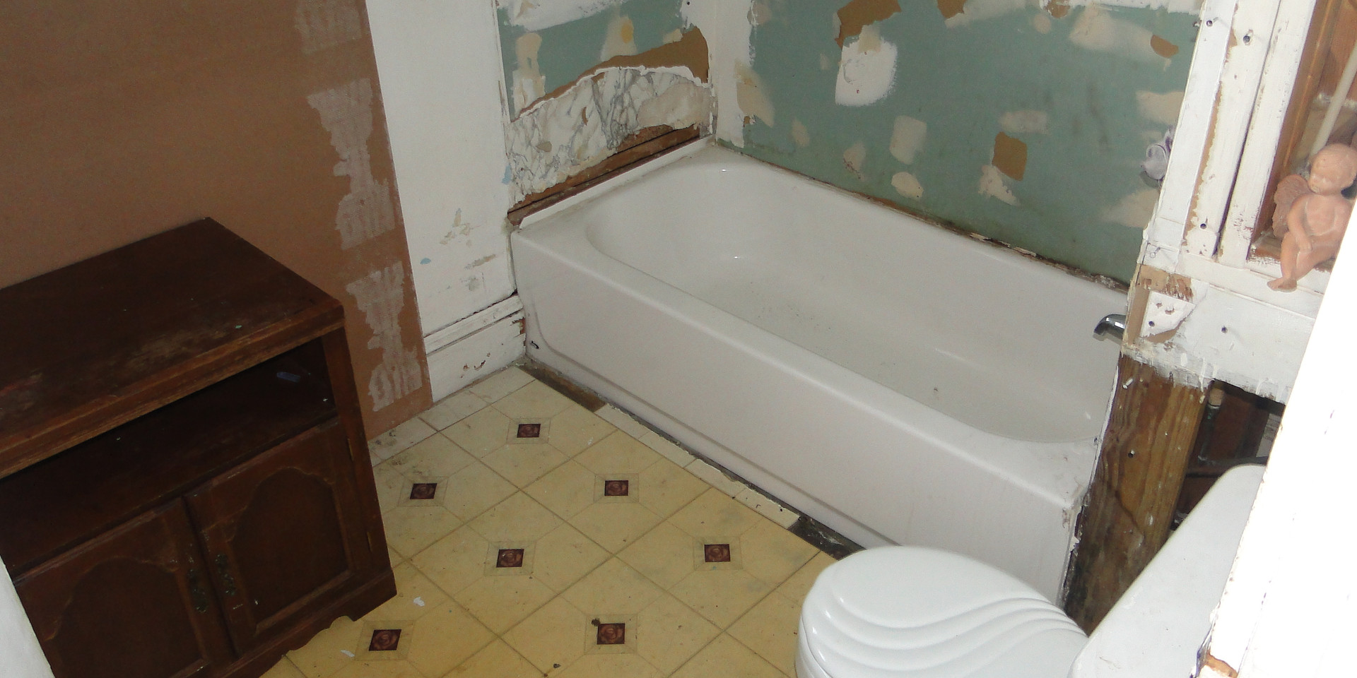 13.2 - 2nd Level Bath.JPG