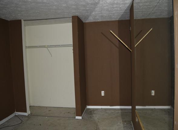 042 Guest Bedroom 2.1.JPG