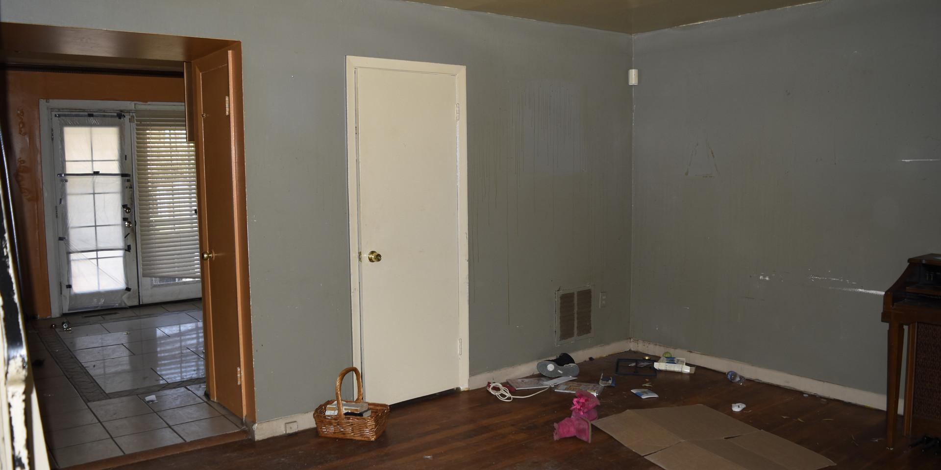008 Living Room.JPG