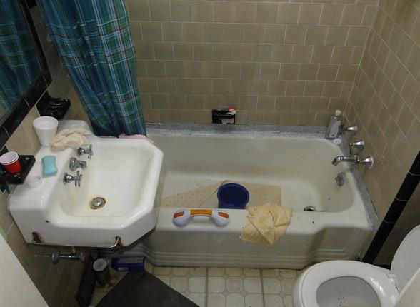 10 - Full Bath 2.JPG