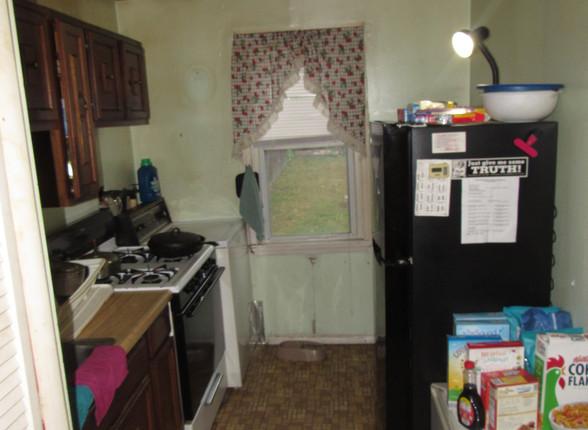 09 Kitchen A.JPG