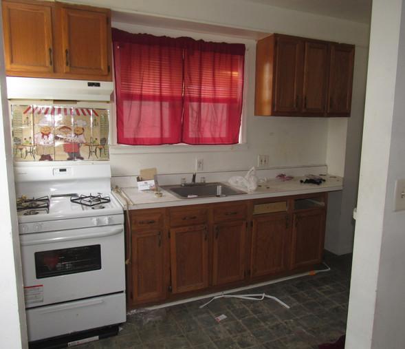 110 Kitchen.JPG