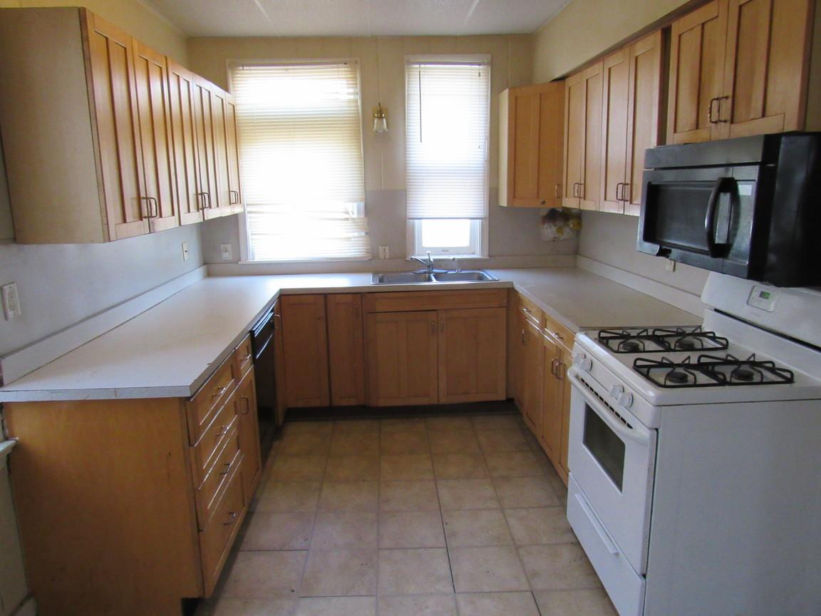 11 Kitchen AJPG.jpg