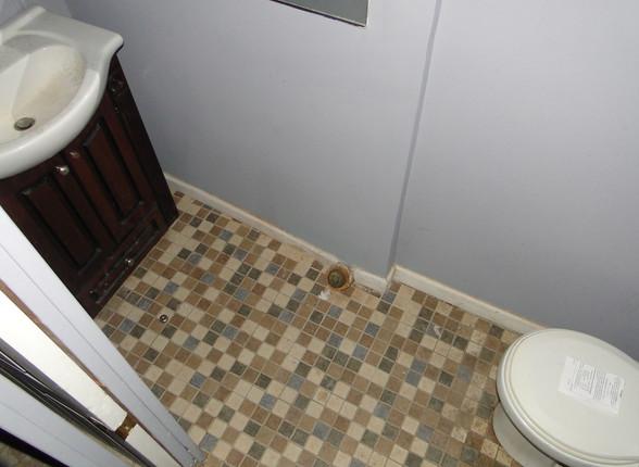 21 - Basement Bath 3.JPG