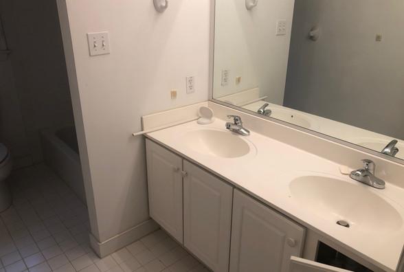 22 - Hall Bath.JPG