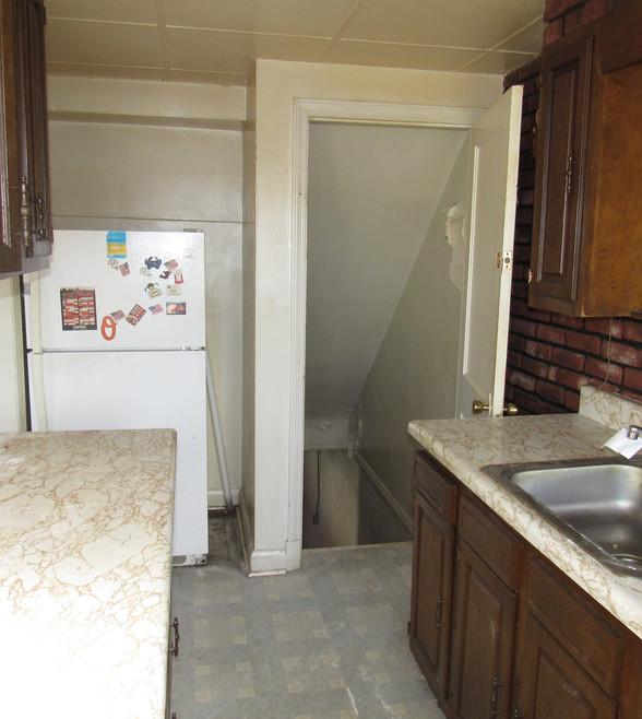 220 Kitchen.JPG