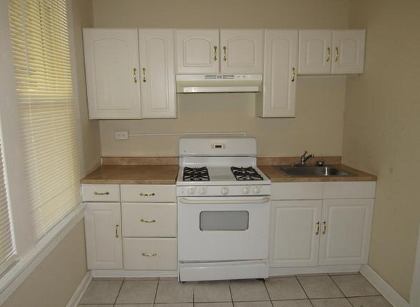 05 Kitchen E.JPG