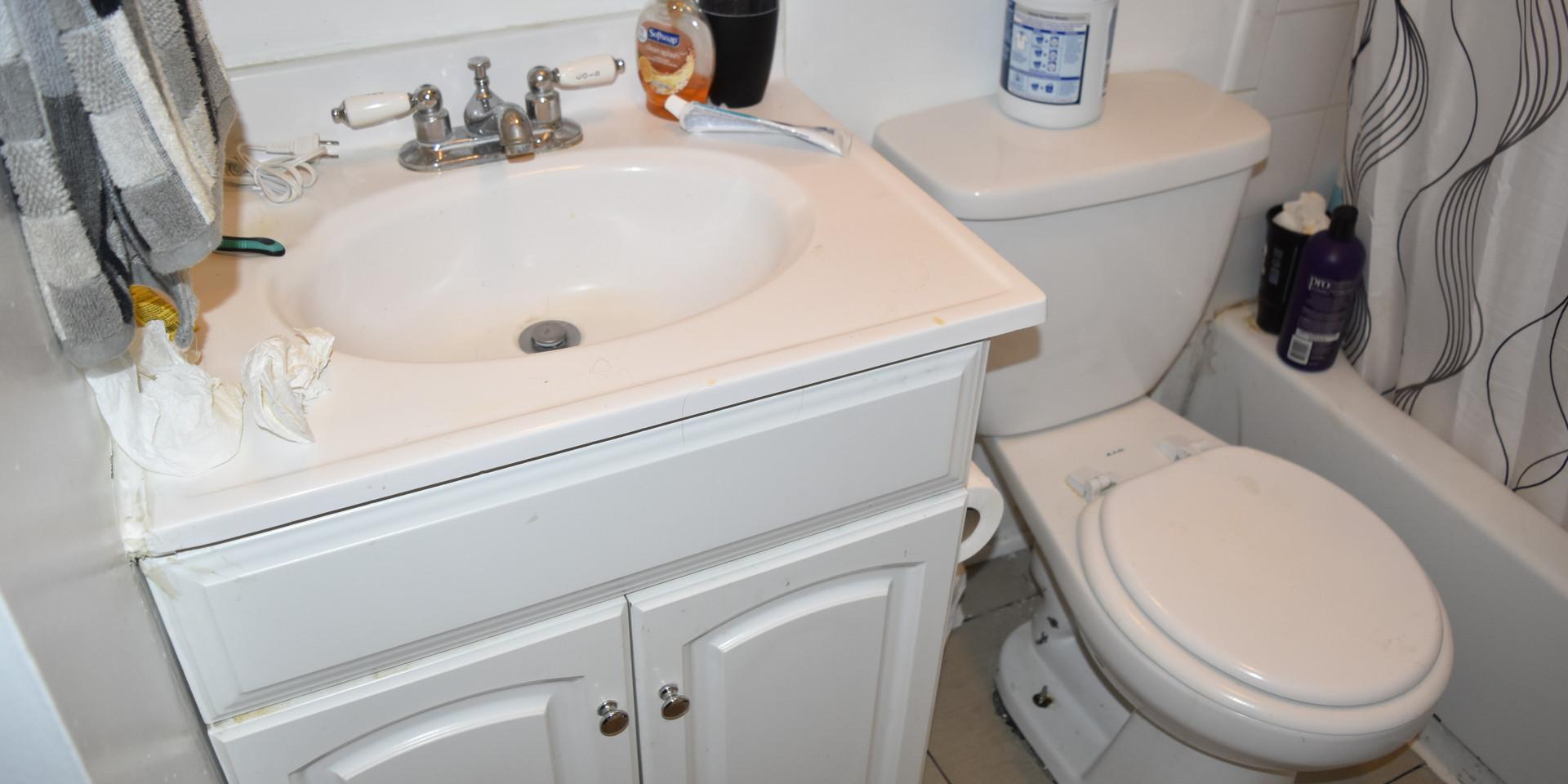 Unit 3 Bathroom.JPG