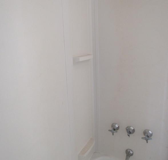 P Full Bath Upstairs.JPG