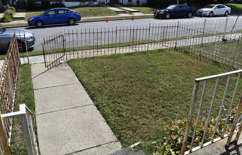 03 Front Yard.jpg