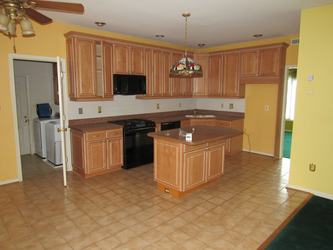 160 KitchenJPG.jpg