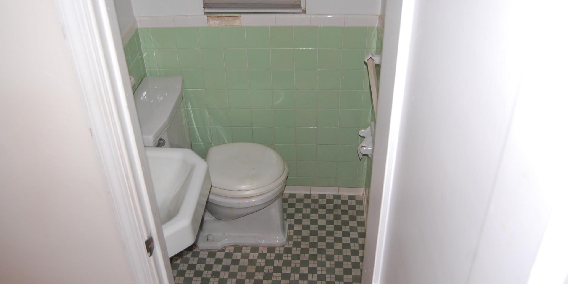 4.4 Half Bath (Main Level).JPG