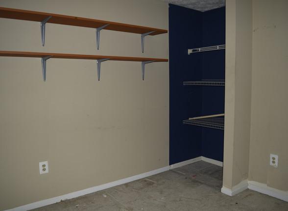 039 Guest Bedroom 1.1.JPG