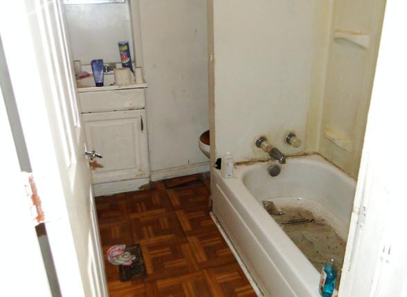 08 -Bathroom.JPG