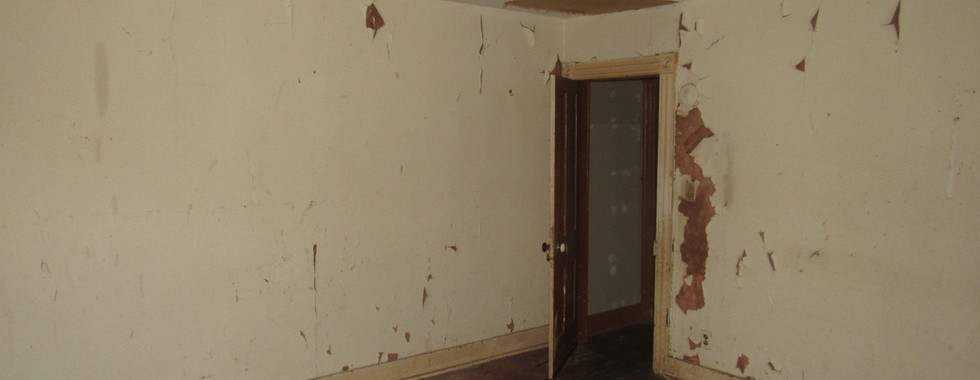 100 - 1525 Bedroom 1.jpg