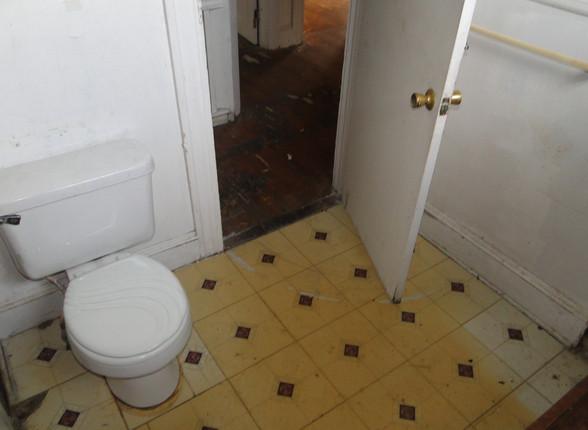 2nd Level Bath 1.JPG
