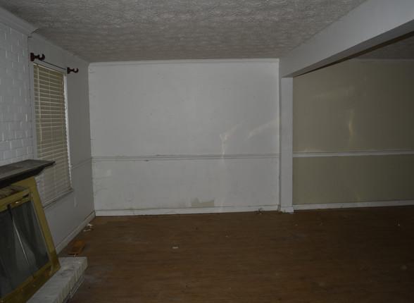 033 Living Room.JPG