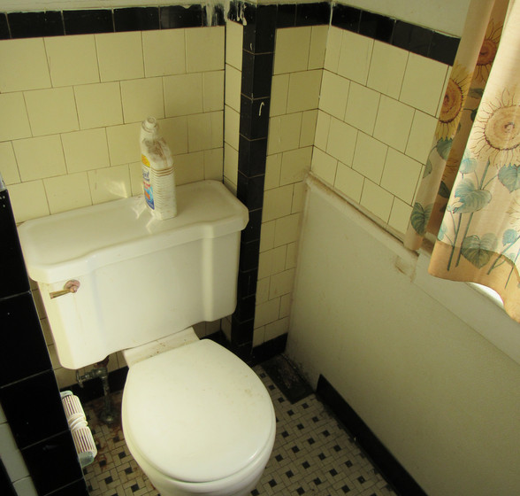 M Full Bath Upstairs.JPG