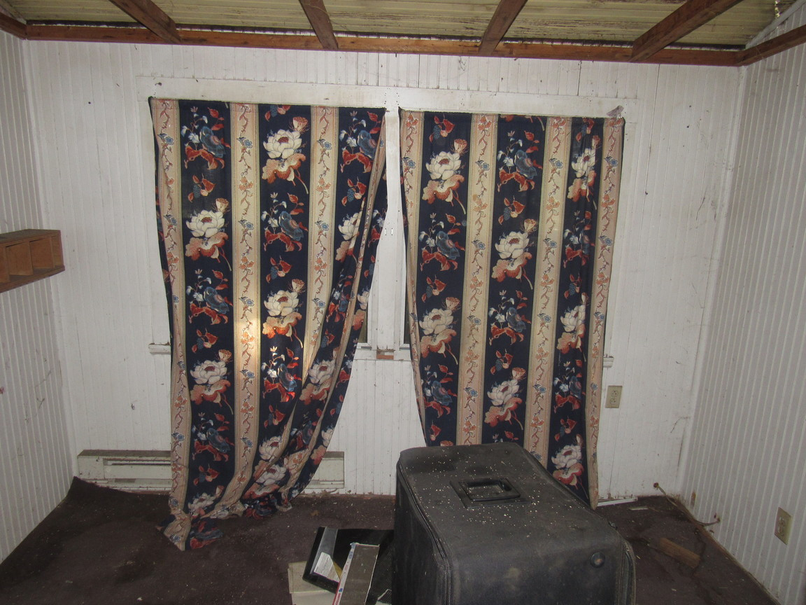 270 - 1527 Back Covered Porch.jpg