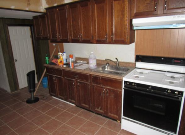 08 Kitchen B.JPG