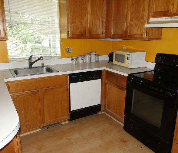 11 - Kitchen 1.JPG